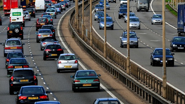 Auto insurance to hit record high of over £900 a year